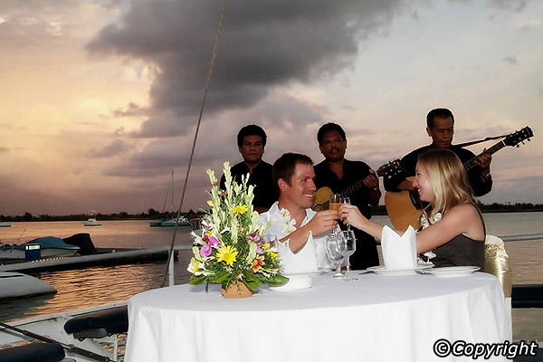 sunset dinner cruise bali di destinasi honeymoon impian