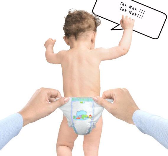 bayi selalu lari bile nak pakai pampers